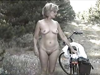 MARION from curly Germany with unshaven Armpits 04 - Eine geile, ungepflegte Drecksau?