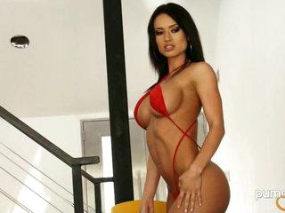 Hawt Franceska Jaimes shows off her astonishing curves