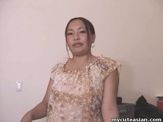 Chubby Asian amateur housewife gives a hawt blowjob