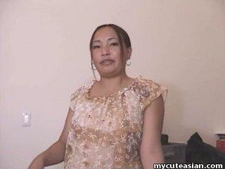 Chubby Asian amateur housewife gives a hawt blowjob