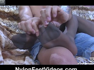 Madeleine&Frederic hawt nylon feet action