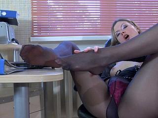 Vivian nylon feet action
