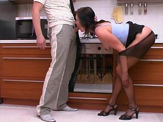 Gwendolen&Adam kinky hose job episode