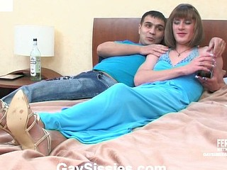 Bobbie&Hugo kinky gay crossdresser episode
