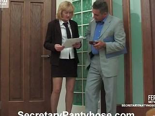 Emilia&Desmond secretary hose action