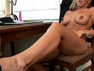 Kayla synz sqeezes off some other orgasm