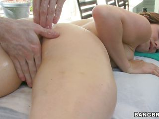 nice babe repays a good fingering