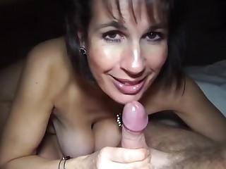 Bed Zeit Blowjob und Sperma