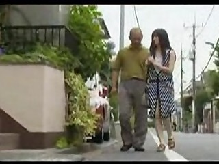 japonese housewife gets her pussy