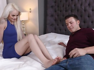 Sweet thing demonstrates she is a bitch in wide bed