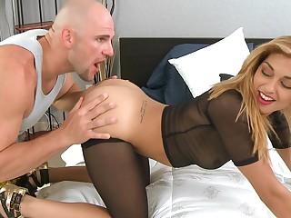Delicious latina Valentina