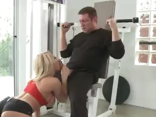 Blonde in gym drilled by a buddy