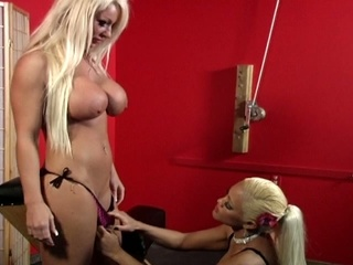 Blonde hottie loves wet crack pump action while bondage