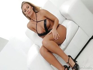 Golden-haired  Nicole Aniston Rides Cock