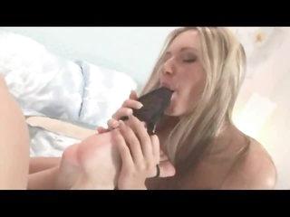 Lesbians make glamorous foot fetish porn